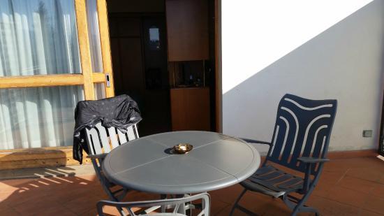 Villa Belvedere - Florence: terrazzo e interno camera