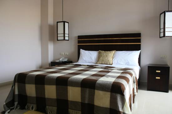 Nazo Hotel: La cama