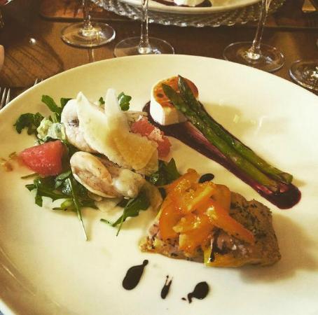 Morgan La Dud: Terina de foie gras cu migdale si dulceata de portocale, Salata de rucola cu creveti si grapefru