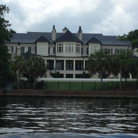 Nicholas Sparks' home - Picture of TugBoat Cruises of New Bern, NC