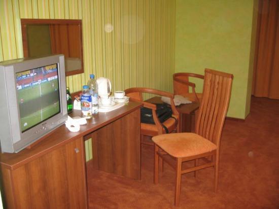 Adelphia Hotel: ТВ