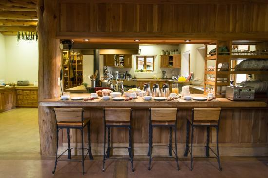 La Confluencia Lodge: Un dia desayunamos en la barra