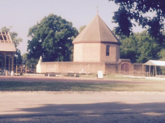Colonial Williamsburg : Mason School of Business Entrance
