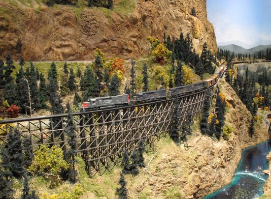 Greeley, CO : A train makes it way around Gearhart Mountain at the Colorado Model Railroad Museum