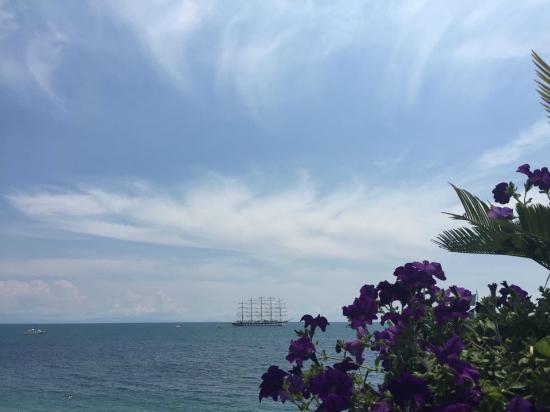 Il Porticciolo di Amalfi: Vista bajando a la playa