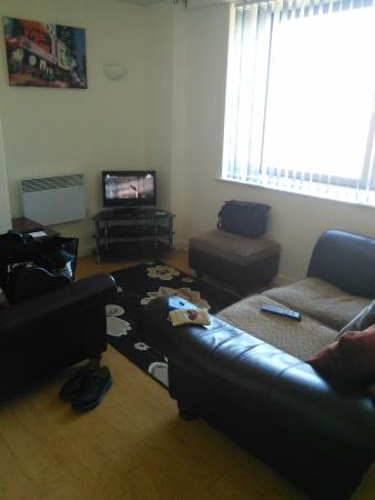 Cranbrook House Serviced Apartments: Livingroom