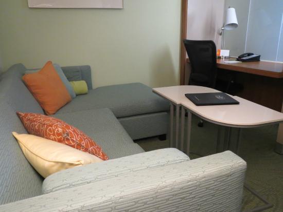 SpringHill Suites Hartford Airport/Windsor Locks: living area