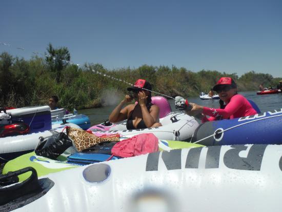 Yuma River Tubing: Water fight!