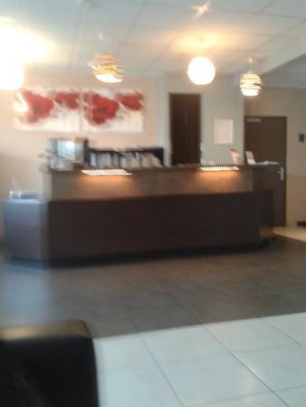 Comfort Hotel Dijon Sud : Reception