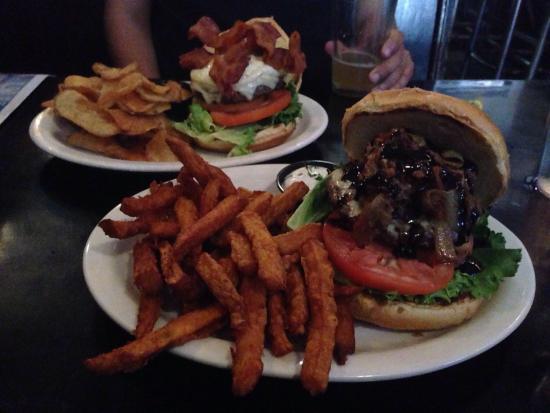 Dutch Ale House : Best burgers!!!