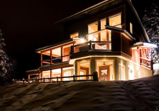 Cedar House Restaurant & Chalets : Luxury Vacation Rentals
