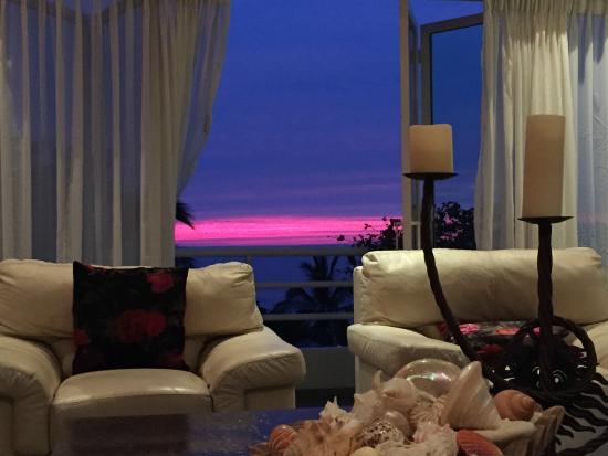 Casa Yvonneka: Sunset from a master bedroom