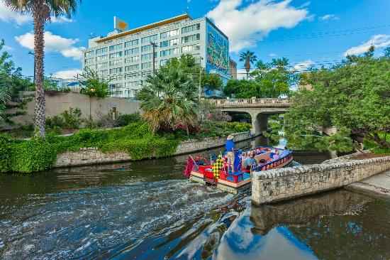 El Tropicano Riverwalk Hotel : Riverwalk