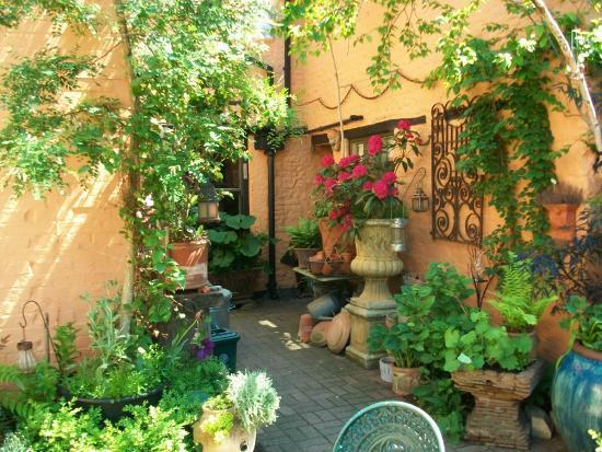 The Old House: courtyard garden
