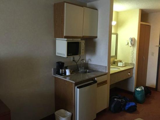 "Comfort Inn Denver Southeast: Interesting ""kitchenette"" area"