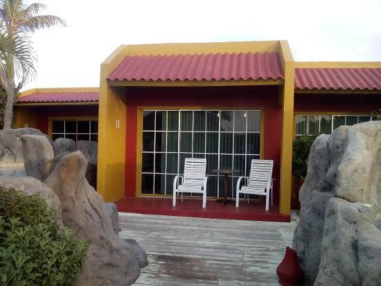 Seabreeze Apartments: exterior