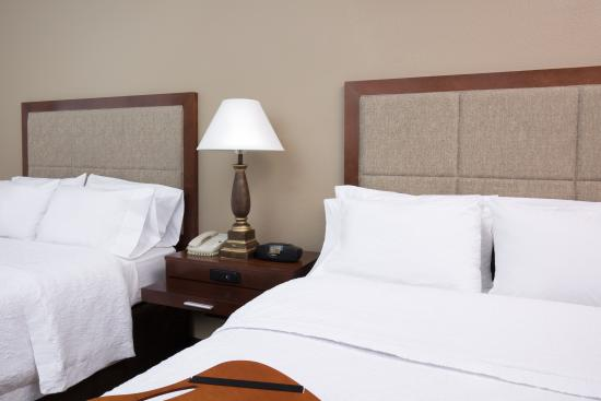Hampton Inn and Suites Ft. Wayne North: Two queen room