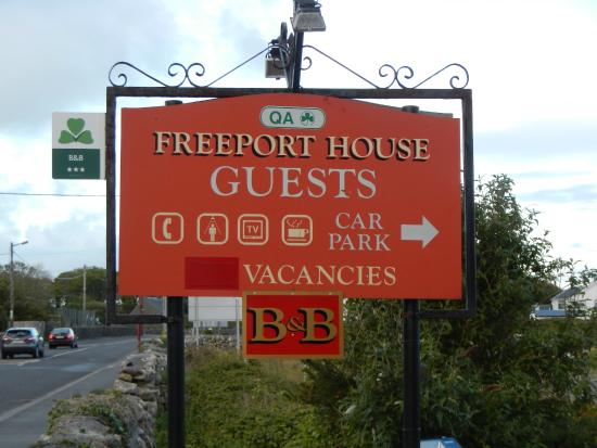 Freeport House Bed & Breakfast: Sign by Street