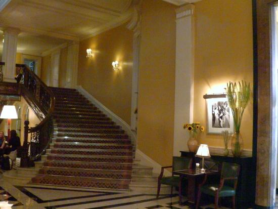 Hotel Foyer Hottingen Review : Hotel foyer picture of the at claridge s london