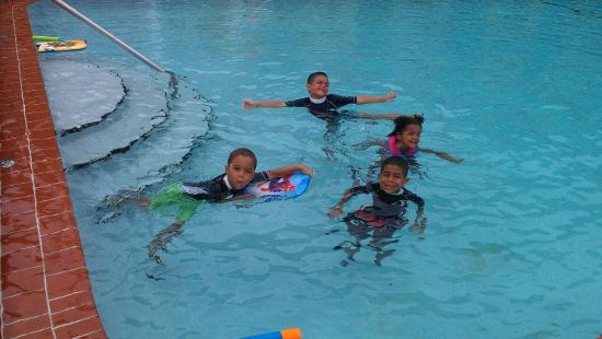 Daytona Inn Seabreeze: Fun in the pool