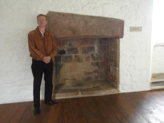 Cleeve Abbey: Fireplace With  A Medieval Stone Coffin Lid For A Lintel