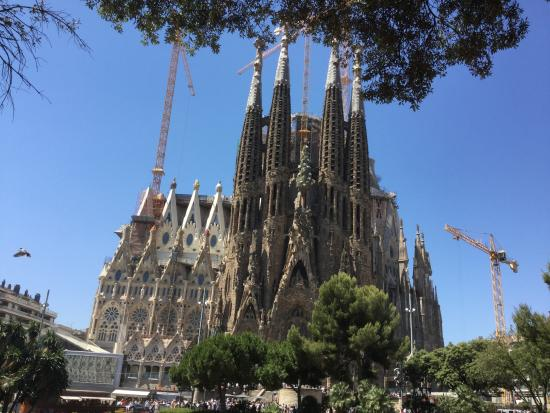 La Sagrada Familia - Picture of Barcelona Day Tours ...
