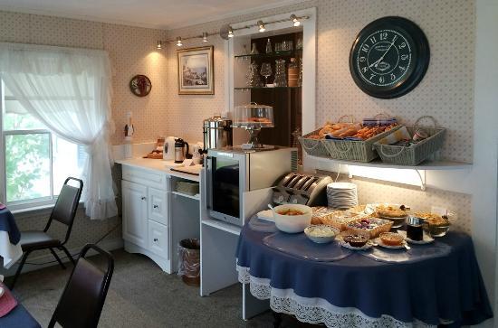 Maplewood Inn & Motel : European-style Breakfast Buffet for Inn and Motel guests.