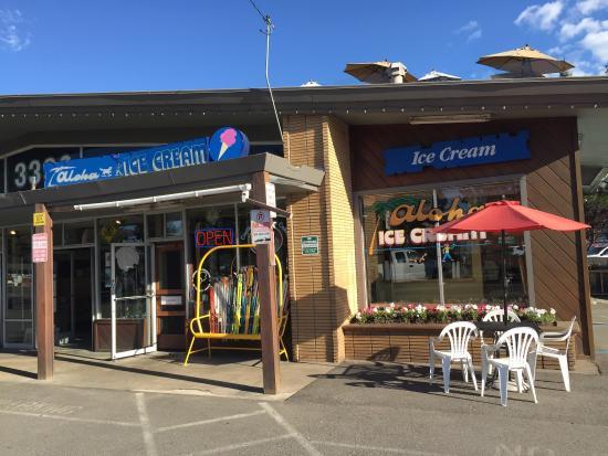 Aloha Ice Cream and Dessert Spa: Outside the store.