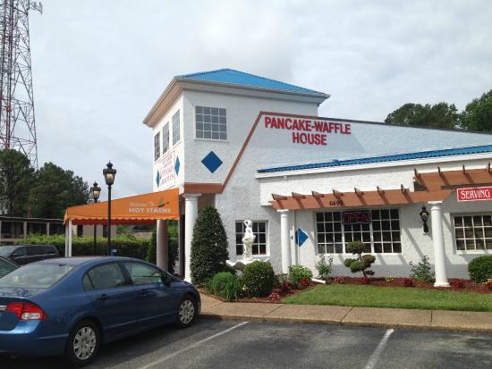 Hot Stacks Restaurant: front