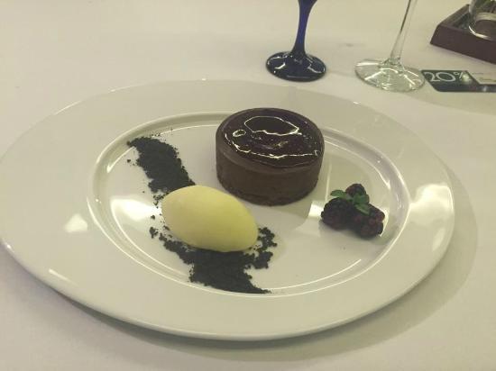La Locanda : El postre de los tres chocolates (no recuerdo el nombre exacto)