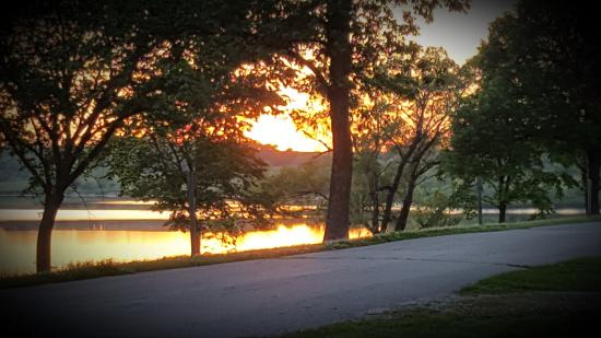 Harlan, ไอโอวา: Sunset at Prairie Rose State Park. Beautiful!