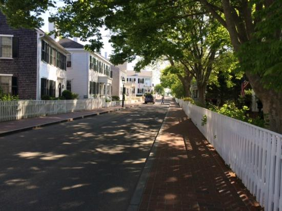 Vineyard Square Hotel & Suites: Water Street where hotel is located
