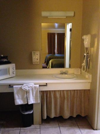 Americas Best Value Inn - Legends Inn: Large sink area