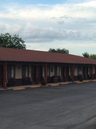 Americas Best Value Inn - Legends Inn: Exterior