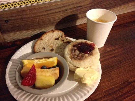 Adelaide Hostel: 無料の朝食
