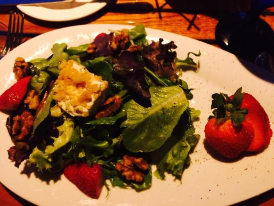 Chateau Grille: Delicious red berry salad