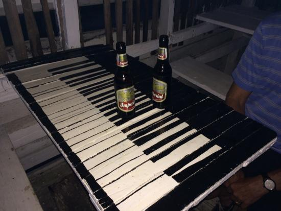 Babalu Bar and Grill: Piano table