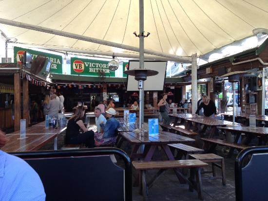 Beaches Backpackers: The bar rea
