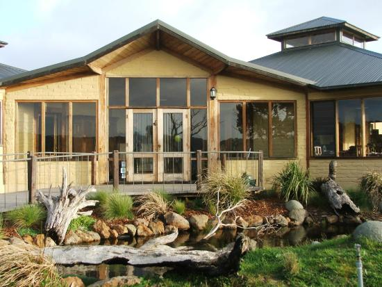 Oceania Tours & Safaris - Day Tours: Great Ocean Road Eco Lodge
