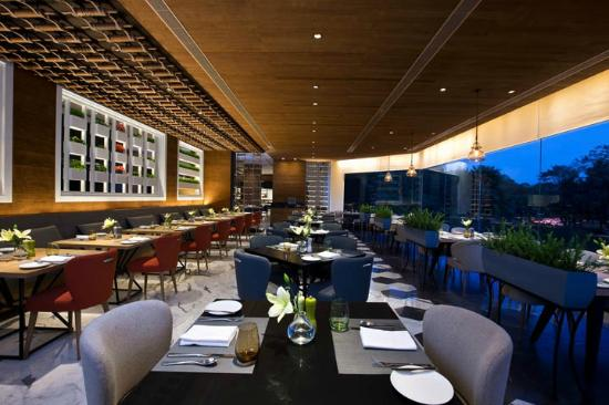 Shangri-La's Eros Hotel : Tamra, all day dining restaurant