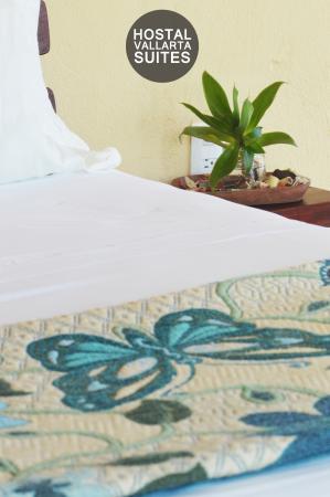 Hostal Vallarta Suites: Vista Parcial Cama Matrimonial A/C