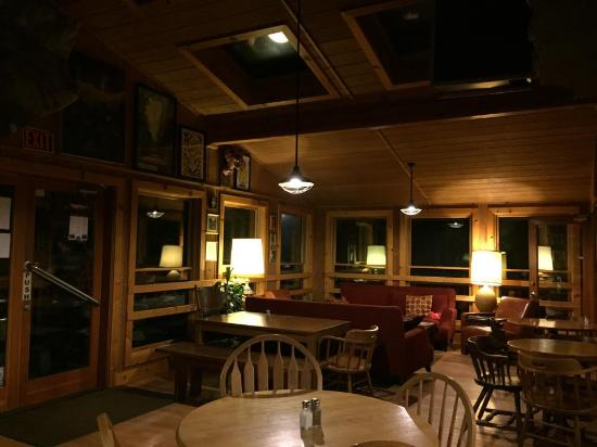 Yosemite Bug Rustic Mountain Resort : Common room