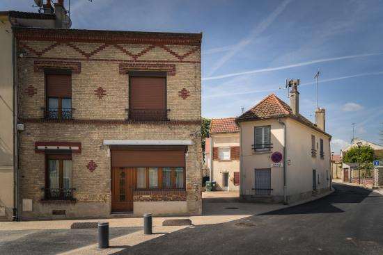 Le Mesnil-Amelot, France: Streets