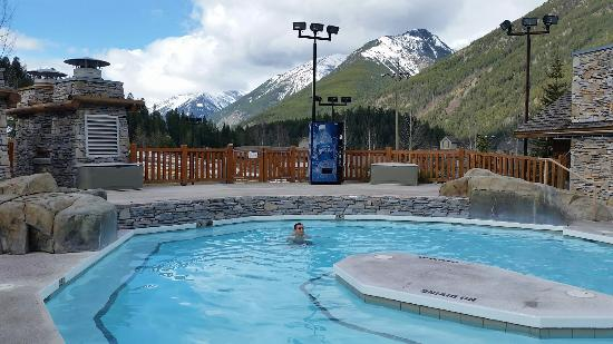 Panorama Mountain Resort: Studio room and pool