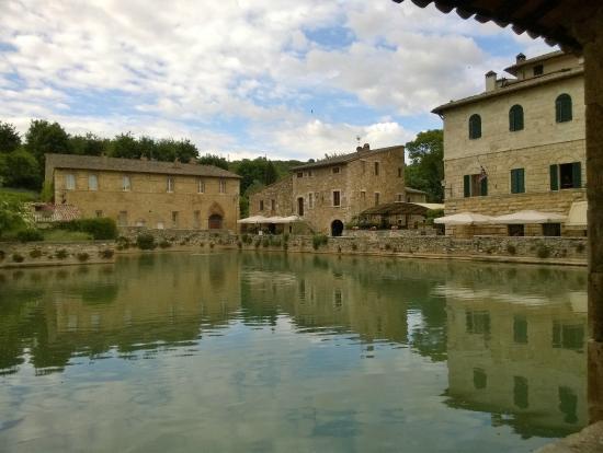La piazza - Picture of Terme Bagno Vignoni, Bagno Vignoni - TripAdvisor