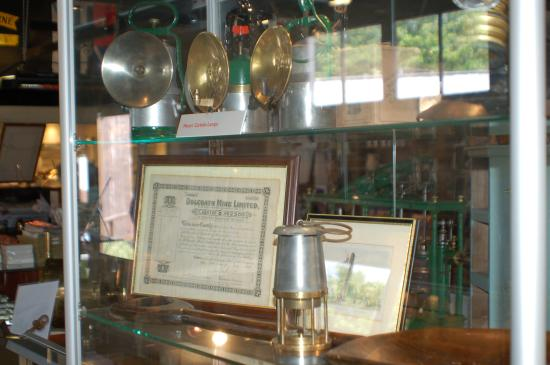 Poldark Mine : One of the museum cabinets