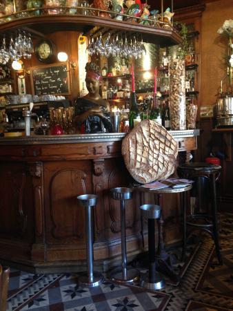le bar et notre miche de pain picture of brasserie les maraichers rouen tripadvisor. Black Bedroom Furniture Sets. Home Design Ideas