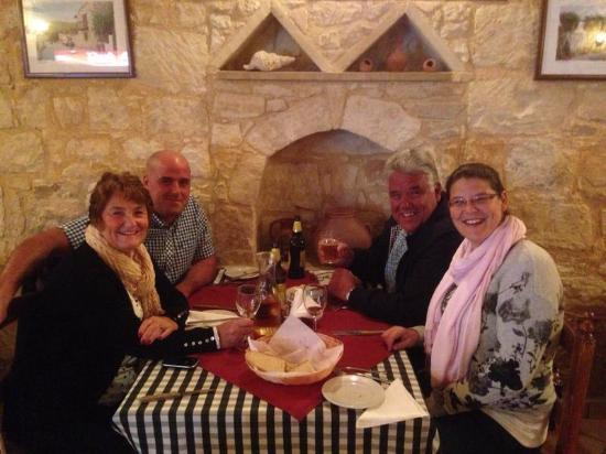 Yiannis Tavern: Lovely family evening!
