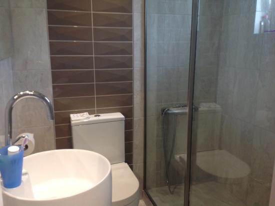 Newly refurbished bathroom!