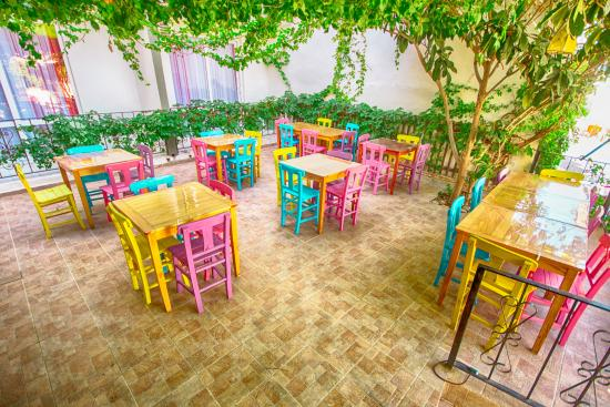 Bora Hotel: kahvaltı  bahcemiz